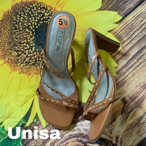 Unisa size 5.5 5 1/2 beige leather sandals heels